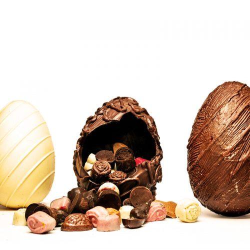 סט של 3 ביצים, משוקולד לבן גרמני, משוקולד חלב בלגי ומשוקולד מריר 60% מוצקי קקאו.