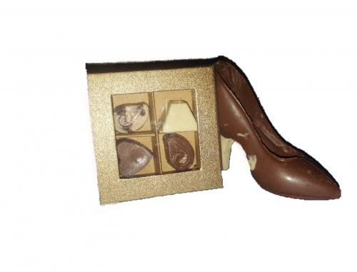 """נעל עקב משוקולד בלגי מובחר בתוספת מארז פרלינים גודל הנעל 13ס""""מ אורך רביעיית פרלינים בחרו מבין הואריצאיות את סוג השוקולד"""